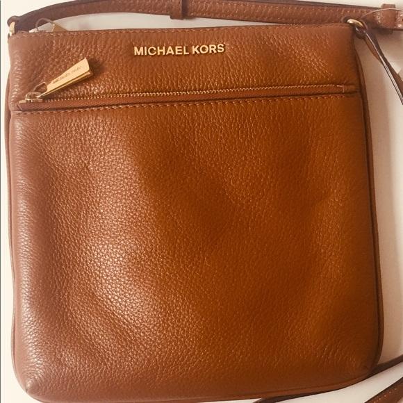 5175a0123475 Michael Kors leather crossbody. M_5cb672da264a552197c68347
